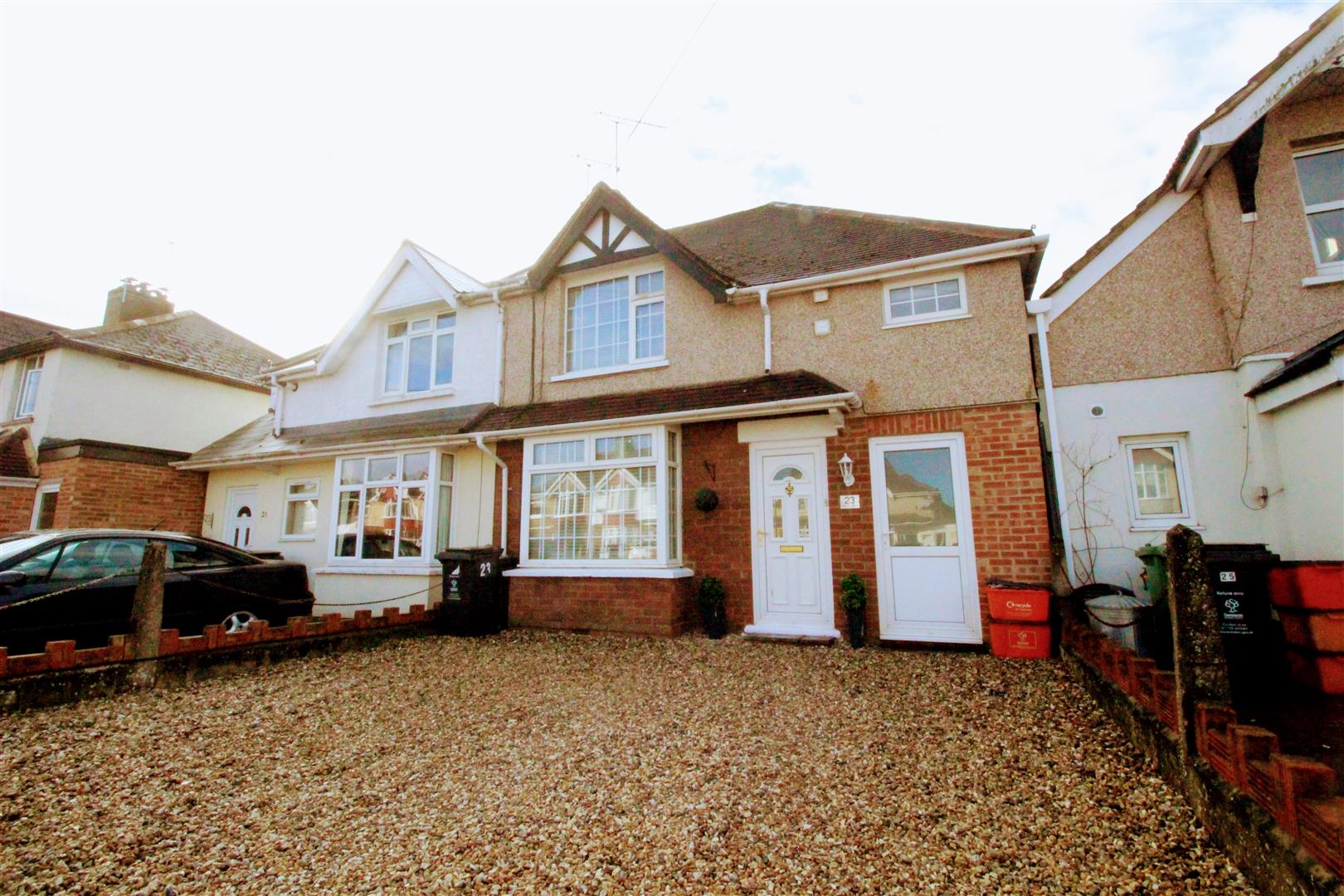 3 Bedrooms Semi Detached House for sale in Bampton Grove, Old Walcot, Swindon